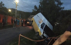 На Хустщині мікроавтобус врізався в газовий стояк. Без газу залишилося понад 200 будинків