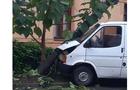 У Мукачеві мікроавтобус зніс електроопору