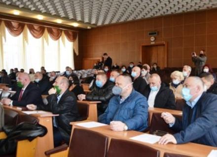 На першій сесії Тячівської райради керівників поки не обирали