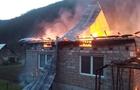 На Хустщині згорів будинок, бо люди не змогли вчасно викликати рятувальників через відсутність мобільного зв'язку