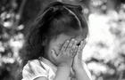 Як в Ужгороді п'яну жінку біля дитячого майданчика вгамовувала поліція (ВІДЕО)