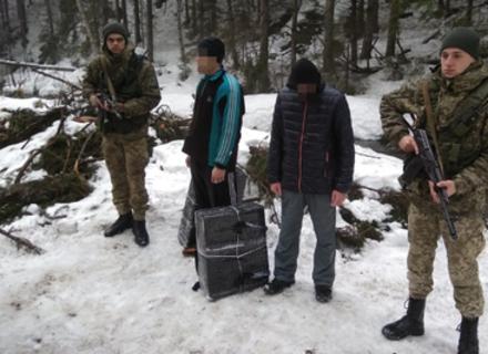 Затримано двох контрабандистів з пакунками на українсько-румунському кордоні