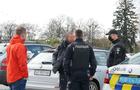 В Ужгороді затримали чоловіка, який зрізав тюльпани перед будівлею обласної влади