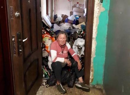 В Ужгороді одна з квартир під стелю заповнена сміттям (ФОТО)