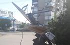 В Ужгороді вантажівка завалила світлофор