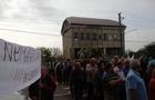 Бунт на Закарпатті: Під Ужгородом люди заблокували міжнародну трасу. Москаль на шантаж не піддається