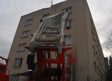 В Ужгороді рятувальники гасили пожежу в готелі (ФОТО)
