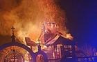 З'явилося відео, як під час пожежі в Іршаві впав купол храму (ВІДЕО)