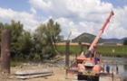 У Мукачеві почали будувати пішохідний міст