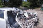 На Рахівщині рятувальники за допомогою спецзасобів витягали людей з автомобіля після аварії
