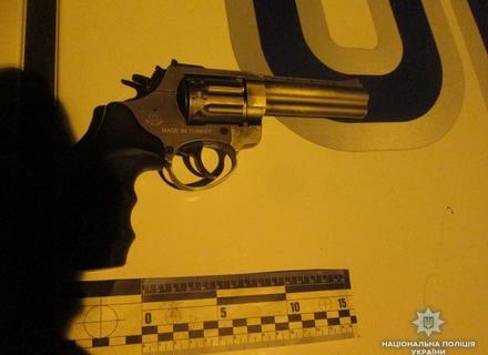Ужгородом розгулював озброєний пістолетом та чотирма ножами іноземець