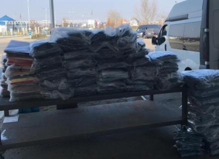 Закарпатські митники забрали в українського контрабандиста 800 одиниць одягу та автомобіль