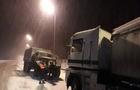 Від початку року закарпатські рятувальники буксирували 200 вантажівок, які загрузли в кучугурах