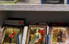 У центрі Ужгорода продавали шкільні зошити із зображенням російських царів та російською символікою
