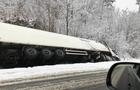 На Закарпатті на трасі перекинулася вантажівка (ФОТО)