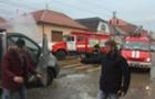У центрі Мукачева горить мікроавтобус (ФОТО)