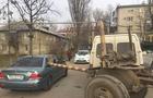 В Ужгороді трубою з причепу вантажівки розбило легковий автомобіль (ФОТО)