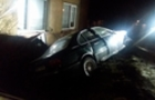 У Міжгір'ї п'яний водій на БМВ зніс паркан та вказівник (ФОТО)