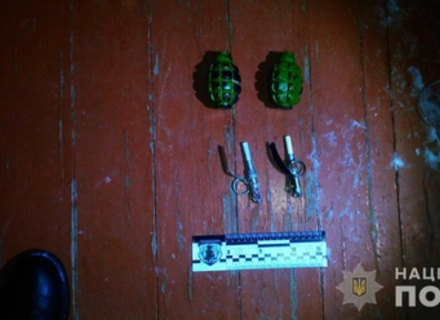 У подвір'я матері Роберта Бровді кинули учбові гранати