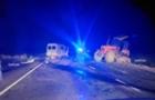 Неподалік Ужгорода мікроавтобус врізався у трактор