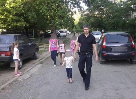 Мукачівські поліцейські повернули батьками 4-річне дівча