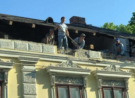 Скандал навколо реконструкції ще однієї історичної будівлі в Ужгороді (ФОТО)