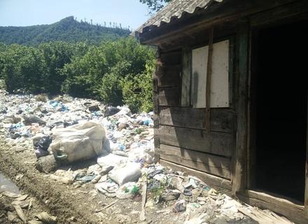 Туристична Міжгірщина потопає в смітті