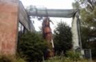 В Ужгороді впала вежа з телефонними передавачами