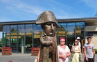 В Ужгороді відкрили нову міні-скульптуру - Наполеону