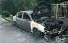 На Ужгородщині згоріли дві автівки, їхні власники є родичами