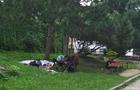 Під соснами в центрі Ужгорода живе родина з маленькими дітьми (ФОТОФАКТ)
