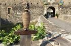 Після двох зухвалих викрадень меч князя Лаборця повернули на мур Ужгородського замку