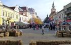 Скандал на фестивалі вина в Берегові: П'яна жінка облаяла продавчиню через її погане знання української мови (ВІДЕО)