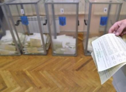 На Мукачівщині виборцям видають бюлетені без паспортів (ВІДЕО)