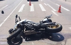 У Рахові мотоцикліст на пішохідному переході збив жінку, яка везла немовля у візочку, і втік