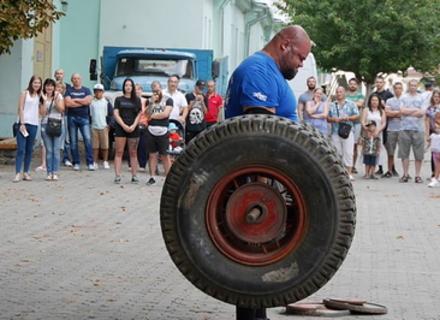 """В Ужгороді пройшов традиційний спортивний захід """"Карпатський ведмідь"""". Фото"""