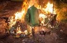 У новому районі Ужгорода хтось відразу у двох місцях підпалив контейнери для сміття