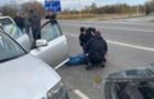 Оприлюднено відео затримання на Закарпатті наркодилера з Дніпра (ВІДЕО)