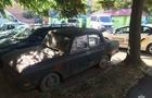 В Ужгороді чоловік розбив скло на автомобілі і заліз туди поспати