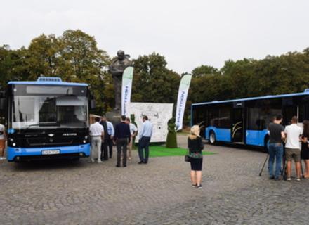 В Ужгороді презентували два автобуси