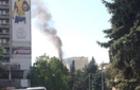 Пожежа в Ужгороді: рятувальники намагаються дістатися палаючої квартири (ВІДЕО)