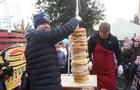 На Мукачівському фестивалі зробили вежу з тисячі млинців