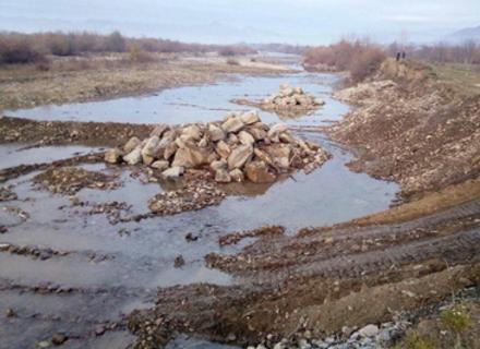 На Тячівщині у Тернові відновлюють дамбу, прорив якої загрожував підтопленням