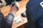 Інспектор прикордонної служби ПП Лужанка під час затримання намагався з'їсти 200 доларів
