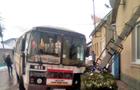 У Сваляві рейсовий автобус збив стовп