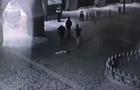 Провокація на Закарпатті: Невідомі молодики зірвали прапор України з будівлі мерії (ВІДЕО)
