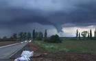 На Берегівщині біля популярного курорту зафіксували торнадо (ВІДЕО)