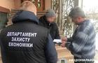 На Закарпатті правоохоронці затримали двох митників за хабар на суму 100 тисяч грн.