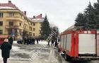 В Ужгороді між будівлями обласної влади та поліції загорівся автомобіль