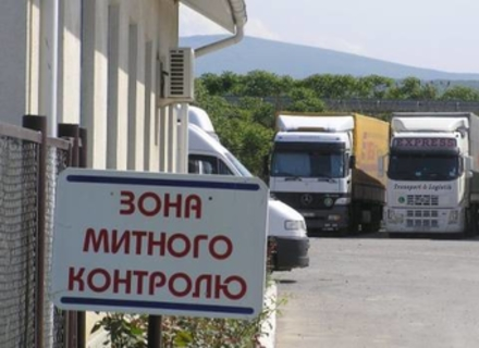 На Закарпатті заблоковано рух через всі КПП до Румунії та Угорщини